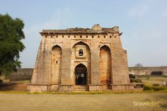 Hindola Mahal is a special style of architectural monument in Mandu. Click here to visit this page and read more about Hindola Mahal i.e. Swinging Palace.