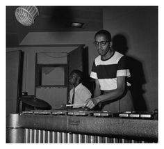 Art Blakey and Milt Jackson during a Thelonious Monk, Blue Note session, New York, July 1951 Jazz Artists, Song Artists, Jazz Musicians, Music Jam, Music Icon, Milt Jackson, Francis Wolff, Sax Man, Thelonious Monk
