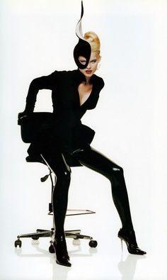Eva Herzigova by Thierry Mugler Fashion Editorial in Black Look Fashion, Fashion Art, Editorial Fashion, Runway Fashion, Vintage Fashion, 90s Fashion, Fashion Design, High Fashion Models, Thierry Mugler
