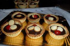 Tarteletas de ganache de chocolate. Ver receta: http://www.mis-recetas.org/recetas/show/40961-tarteletas-de-ganache-de-chocolate