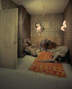 Dorothea Tanning - Chambre 202, Hôtel du Pavot, 1970, Bois, tissus, laine, papier peint, tapis, ampoule électrique, 340,5 x 310 x 470 cm, Installation sculpturale |  Centre Pompidou