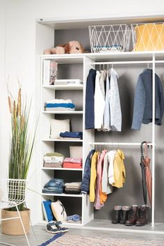 Møbelinnredning til møbelgarderoben - uendelig med oppbevaringsløsninger... Closet, Home Decor, Cloakroom Basin, Homemade Home Decor, Closets, Cabinet, Interior Design, Home Interiors, Decoration Home