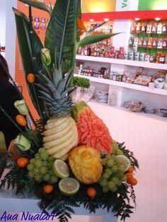 Decoración con frutas en una feria de alimentación