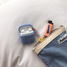 #에어팟케이스 #에어팟케이스도안 #코바늘에어팟케이스 *** 기호도안 아닌 설명도안 본문에 쓰여 있어요 사... Crochet Square Patterns, Crochet Baby Clothes, Airpod Case, Stuff And Thangs, Cute Crochet, Loom Knitting, Chrochet, Lana, Sewing Crafts