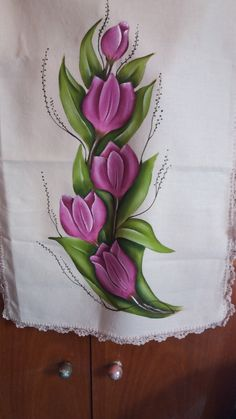 Fabric Paint Designs, Fabric Painting, Art World, Fasion, Hand Painted, Drawings, Pretty, Flowers, Painting On Tiles
