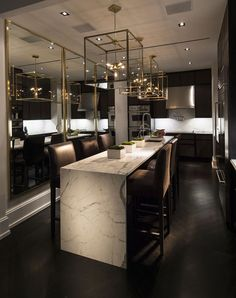 Looking for luxury kitchen design inspiration? Look into our leading 63 favorite examples of seriously trendy luxury kitchen areas and unique. Modern Kitchen Lighting, House Design, Interior Design Kitchen, Home Decor Kitchen, Luxury Kitchens, House Interior, Luxury Dining, Home, Home Decor
