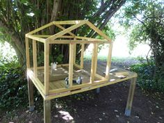 Chicken Coop - construire son poulailler Building a chicken coop does not have to be tricky nor does it have to set you back a ton of scratch.
