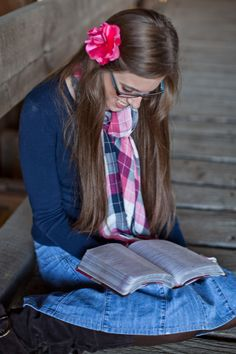 one of my senior pictures -- pictures with your Bible -- Kristi Michelle Photography