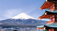 O Monte Fuji pode ser considerado o ponto turístico mais clássico e um dos símbolos mais conhecidos do país! Quem nunca viu alguma foto ou obra de arte retratando esta bela imagem do Japão? Fuji, localizada próximo à Tóquio, é a montanha mais alta do Japão, também é um vulcão mas com baixo risco de erupção.