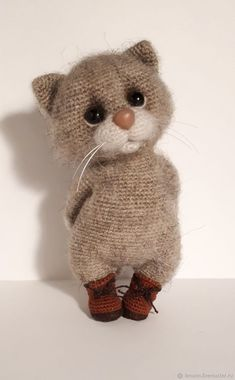 This Pin was discovered by gif Crochet Cat Toys, Crochet Animal Amigurumi, Crochet Cat Pattern, Knitted Animals, Crochet Animal Patterns, Needle Felted Animals, Knitted Dolls, Stuffed Animal Patterns, Cute Crochet