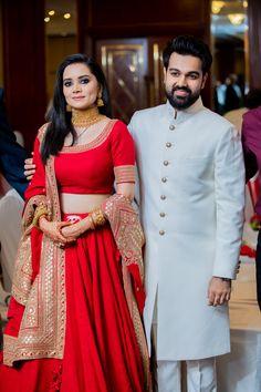 Meet Pashmina - Our Effortless Elegant Bride In Sabyasachi's 2020 Co – WedBook Indian Bridal Photos, Indian Wedding Gowns, Indian Bridal Outfits, Indian Bridal Lehenga, Indian Bridal Fashion, Indian Gowns, Indian Wear, Wedding Dresses For Girls, Bridal Dresses