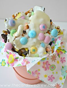 Chocolate Bark Pastel Easter Candy Bark: So simple to make - easy to do before Easter and would make a great gift!Pastel Easter Candy Bark: So simple to make - easy to do before Easter and would make a great gift! Chocolate Candy Melts, Chocolate Bark, Easter Chocolate, Chocolate Chips, White Chocolate, Easter Candy, Hoppy Easter, Easter Treats, Candy Bark
