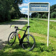 Vandaag was het zondag 12 juli en #vanochtend besloot ik om met de auto met mijn #fiets erin naar Zoutkamp te gaan om vanaf daar een fietstocht van een kleine 100 km te maken door noord-friesland. Zo gezegd zo gedaan en ik kwam rond 11 uur vanochtend in Zoutkamp aan waar ik mijn auto heb geparkeerd. Ik ging eerst op de fiets richting het altijd mooie #munnekezijl waar ik ook de eerste #Strava kom van de dag heb gescoord. Vanaf daar kwam ik onder andere #Driezum #Dokkum en #Niawier.  het laatste