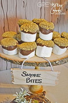Woodland Themed Party Food Ideas – Smores Bites www.spaceshipsand… Woodland Themed Party Food Ideas – Smores Bites www. Marshmallow Dip, Chocolate Dipped Marshmallows, Giant Marshmallows, Melted Chocolate, Chocolate Bowls, Homemade Marshmallows, Yummy Treats, Sweet Treats, Yummy Food