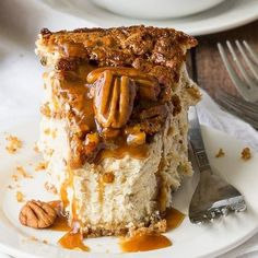 This Brown Sugar Pecan Pie Cheesecake will win over the crowd with its delicious caramel flavor! Sugared Pecans, Roasted Pecans, Pecan Pie Cheesecake, Cheesecake Recipes, Sugar Cake, Butter Pecan, Baked Apples, Fun Desserts
