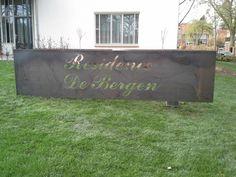Cortenstalen naambord met uitgesneden letters  www.cortenstaal.com