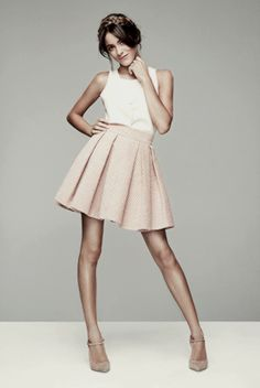#Tini #MartinaStoessel #TiniStoessel Celebrity Singers, Chloe Grace Moretz, Elle Fanning, Tumblr Girls, Justin Bieber, Preppy, High Waisted Skirt, Photos, Street Style