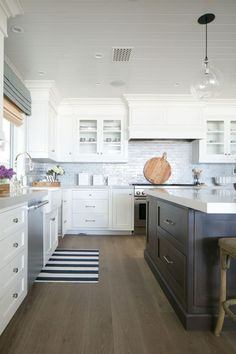 Classic White Kitchen Hood Design With Cabinet Doors For Storage Kitchen Hood Design, Kitchen Hoods, Grey Kitchen Cabinets, Kitchen Tiles, New Kitchen, Kitchen Dining, Kitchen Decor, White Cabinets, Shaker Cabinets