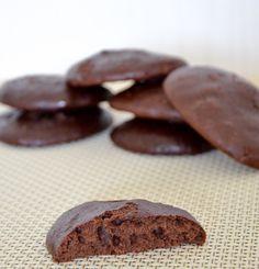 """Полина sunpolina проводит ФМ """"Печеньки на дачу"""" , я очень хочу поучаствовать , так что родился у меня рецепт печенья. Я купила плитку шоколада и прогадала, надо было две брать... в итоге решила, что шоколад я и сама сварить смогу,...сварила, печенек налепила, испекла. Класс!! Мягкие…"""