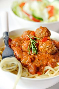 A savory and low-carb version of Spaghetti and Parmesan Meatballs! Slightly creamy and chockful of flavor. Easy step by step photo recipe! Low carb meatballs with dream fields pasta. Meat Recipes, Pasta Recipes, Dinner Recipes, Healthy Recipes, Easy Pasta Sauce, Parmesan Meatballs, I Want Food, Carne Picada, Comfort Food