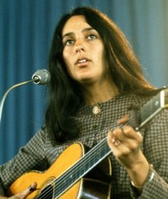 Joan Baez looks so pretty, just love her. Mary Travers, Laura Nyro, Buffy Sainte Marie, Divas, Joan Baez, Beautiful Voice, Music Icon, Bob Dylan, Female Singers