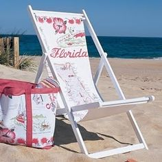 Make this tote to carry towels, sunscreen, and other beach or pool essentials. Use fabric leftover from the Souvenir Sling Chair project, and the bag will coordinate neatly with your waterside seating. Photo Summer, Summer Fun, Summer Vibes, I Love The Beach, Beach Fun, Beach Trip, Beach Crafts, Summer Crafts, Diy Crafts