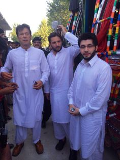 Shahaid Afridi and CEO Haier @JAfridi10 supports #TameerESchool
