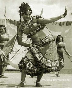 """Hindustani gypsy dancing girls. """"The dances of the Punjab, the Sind region, Rajastan and Madhya Pradesh are close to the origins of bellydance. Done by wandering gypsy tribes, the dances and costumes tell of their islamic influence or in other words: the Mughal culture."""""""