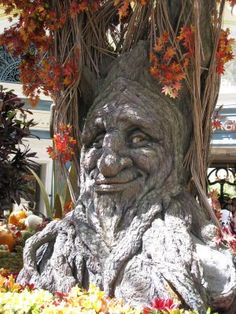 -he always knew he was different.it all came together fo him when his mother told him he was part tree. Tree in the Bellagio Gardens, Las Vegas ~ Weird Trees, Tree People, Tree Faces, Tree Carving, Unique Trees, Green Man, Tree Art, Amazing Nature, Garden Art
