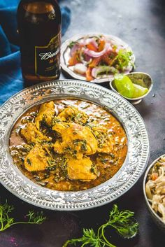 Red Curry Chicken, Indian Chicken, Indian Food Recipes, Asian Recipes, Ethnic Recipes, Methi Chicken, Curry Dishes, Indian Dishes, Exotic Food