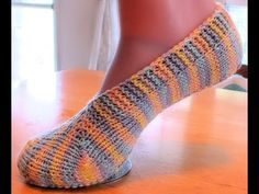 Knitting Patterns Beanie How to Loom Knit Patik Socks/ Modular Ballet Socks Loom Knitting Projects, Loom Knitting Patterns, Circular Knitting Needles, Toe Up Socks, Knit Stitches For Beginners, Beginner Knitting, Flapper, Loom Craft, Knitted Slippers