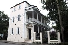 Since I revisited Patricia Altschul's house last week, this time I thought we would take a look at the new house that Thomas Ravenel boug. Southern Homes, Southern Belle, Southern Charm, Thomas Ravenel, Living Room Setup, Canopy Frame, White Decor, Curb Appeal, Home And Garden