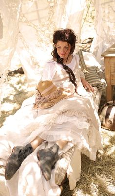 ♕ wishing upon a star that Magnolia Pearl would also sell items for the home. curtains, pillows, anything her heart desired. I love her style. Magnolia Pearl, Pearl Love, Mori Girl Fashion, Forest Girl, Mode Boho, Granny Chic, Romantic Outfit, Perfect World, Mode Style