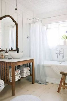 50+ Small Farmhouse Bathroom Ideas_38