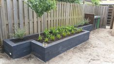 Landscaping Along Fence, Modern Landscaping, Backyard Landscaping, Garden Edging, Garden Borders, Small House Garden, Home And Garden, Back Gardens, Outdoor Gardens