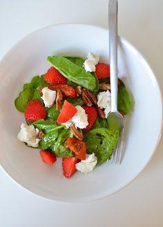 Spinazie salade met aardbeien en geitenkaas - spinach salad - strawberrys - healthy food