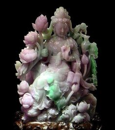 A Jadeite carving. Lavender jade is highly esteemed in the East, while the West appreciates the green hues most. There are seven qualities of green Jade, varying from the intense royal green till the lighter pale green. Chinoiserie, Le Jade, Jade Jewelry, Jade Stone, Buddhist Art, Minerals And Gemstones, Stone Carving, Stone Art, Chinese Art