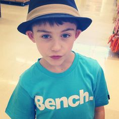 Look at this kid rocking his t-shirt! Bench Canada, Kid Rock, Panama Hat, Kids Fashion, That Look, Stylish, Hats, T Shirt, Child Fashion