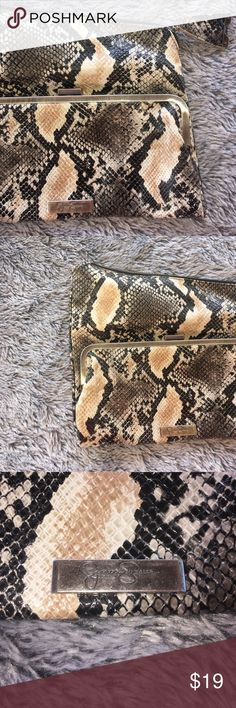 Jessica Simpson Purse Jessica Simpson purse in perfect condition. 💕💕 ❌ NO TRADING  🏅 POSH AMBASSADOR  📦 FAST SHIPPING 🔝 RATED SELLER Jessica Simpson Bags