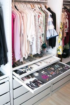 Walk In Closet Ideas - Looking for some fresh ideas to redesign your closet? See our gallery of leading luxury walk in closet layout ideas and pictures.