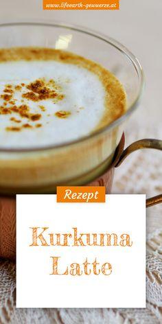 Kurkuma Latte wird zurecht auch Goldene Milch genannt. Das unglaublich köstliche und überaus gesunde Getränk bringt die Kraft der Sonne auch im trüben Winter ins Wohnzimmer. Unsere belebende Goldene Milch ist einfach und schnell zubereitet. Darüber hinaus kann man auch gleich einen Vorrat der ayurvedischen Kurkumapaste herstellen.