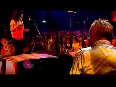Amy Winehouse & Paul Weller - Don't Go To  Strangers - Live....made me cry....love her..