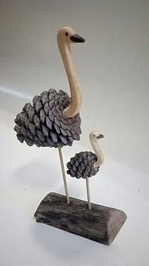 Eye-Popping Pine Cone Crafts to Doll Up the House for the Festivities - Einfache Bastelideen, Selber Machen Pine Cone Art, Pine Cones, Wood Projects, Craft Projects, Garden Projects, Garden Crafts, Craft Ideas, Garden Art, Project Ideas