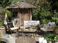 Set da giardino in rattan sintetico beige CORINTH Lounge Furniture, Garden Furniture, Outdoor Furniture Sets, Outdoor Decor, Lounge Set Rattan, Garden Sofa Set, Modern Lake House, Bistro Set, Rustic Gardens