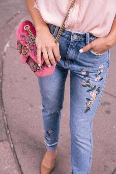 how to pull off mom jeans // embroidered jeans with lace sleepless blouse
