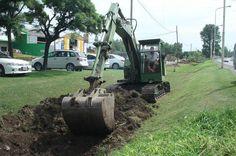 #ServiciosPúblicos > Importante limpieza de canales de #desagües en Bº Kennedy