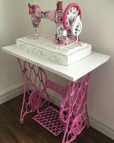 Shabby chic decor 20 easy & gorgeous diy shabby chic decor ideas for 2019 - Ethinify . - Shabby chic decor 20 easy & gorgeous diy shabby chic decor ideas for 2019 – ethinify - Shabby Chic Living Room, Shabby Chic Bedrooms, Shabby Chic Kitchen, Shabby Chic Homes, Shabby Chic Furniture, Cozy Bedroom, Bedroom Corner, Small Bedrooms, Guest Bedrooms
