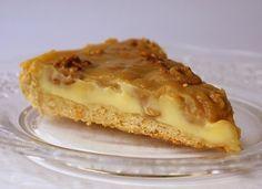Фото к рецепту: ореховый пай с лимонным кремом и тоффи
