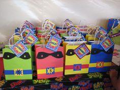 Superhero party favor bags! Superhero Party Bags, Superhero Birthday Party, 4th Birthday Parties, 5th Birthday, Birthday Ideas, Party Gift Bags, Party Gifts, Batgirl Party, Octonauts Party