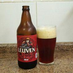 Você achava que a cervejaria Leuven tinha como diferencial apenas a Realidade Aumentada? Você está enganado! Todas cervejas da linha são do estilo Belga que provavelmente vem da utilização de levedura abadia. Fica evidente a paixão da cervejaria pela escola Belga em seus rótulos que se remetem aos tempos de guerras entre castelos.  Essa é a Belgian Red Ale da cervejaria Leuven de Piracicaba uma cerveja de coloração avermelhada bem marcante com boa formação de espuma e bem persistente.  No…